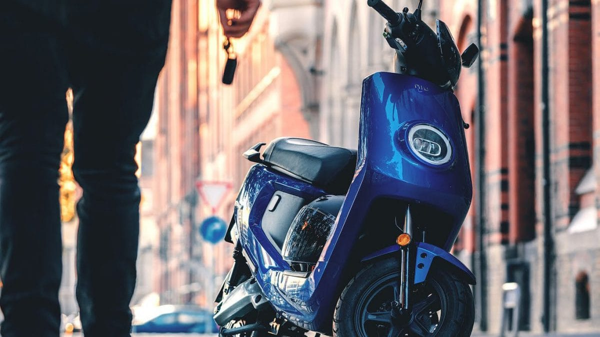 choose-electric-scooter-banner-opt-1366x1024